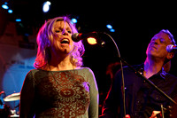 Tanya Donelly and Bill Janovitz play with the Hot Music Cool Mus